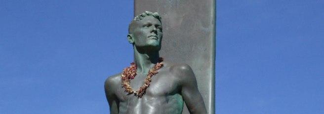 santa-cruz-surfer-statue