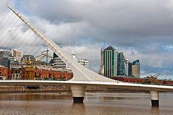 Puente_de_la_Mujer,_Puerto_Madero,_Buenos_Aires,_Argentina,_29th._Dec._2010_-_Flickr_-_PhillipC_(1)